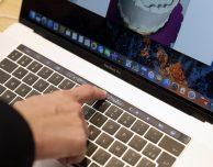 Vietato utilizzare la Touch Bar dei MacBook Pro agli esami negli USA!